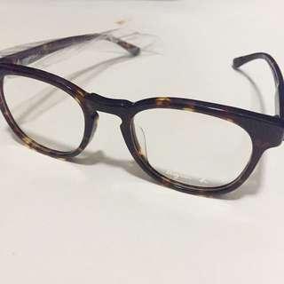 Agnes b. 玳瑁紋膠框眼鏡