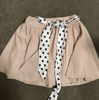 Nude skirt with polka dots belt