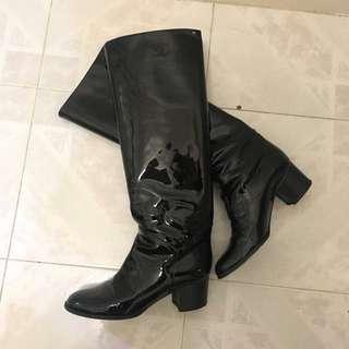 Chanel 黑色漆皮長靴