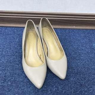 🚚 達芙妮高跟鞋