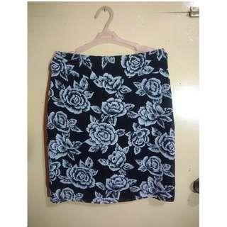 Blanc et Noir Floral Office Skirt (M)
