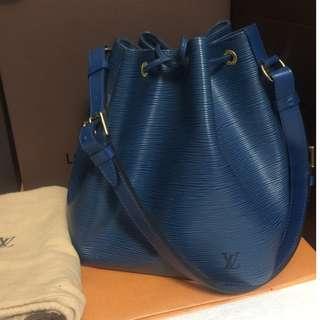 Louis Vuitton 藍色水桶包