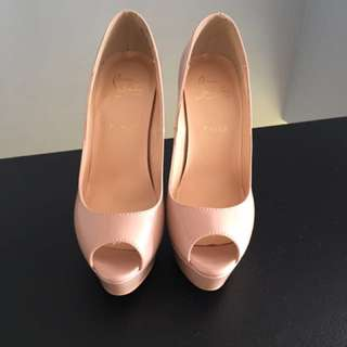 Christian louboutin nude lady peep never worn size 37