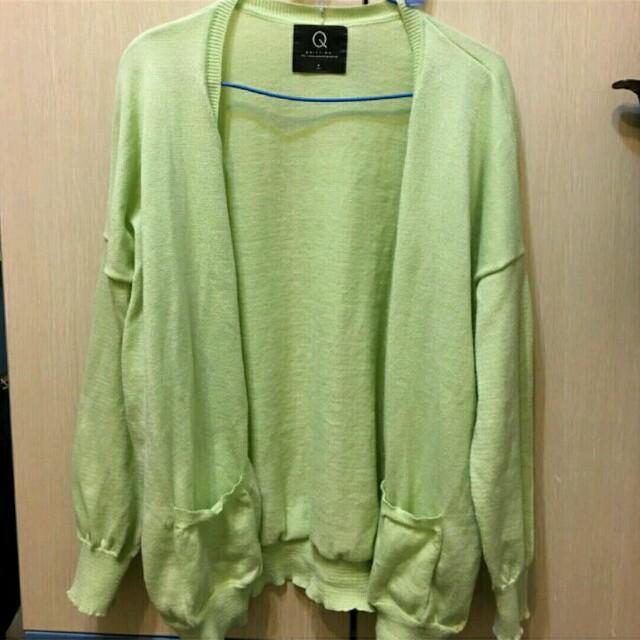 果綠色針織外套