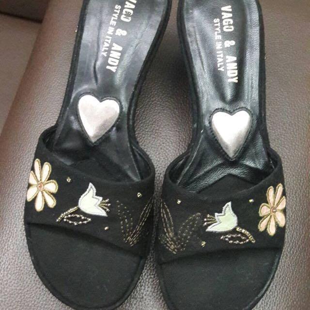 年末特價中~精美刺繡 好搭黑色 楔型鞋 23.5