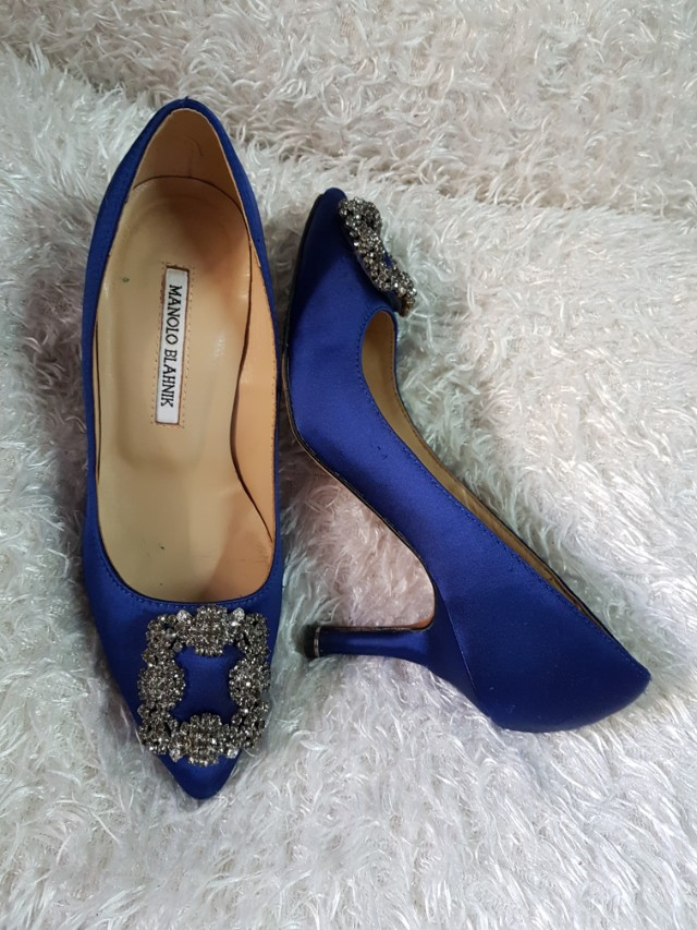 c675e3b9bd Authentic Manolo Blahnik Hangisi In Blue Satin Pumps