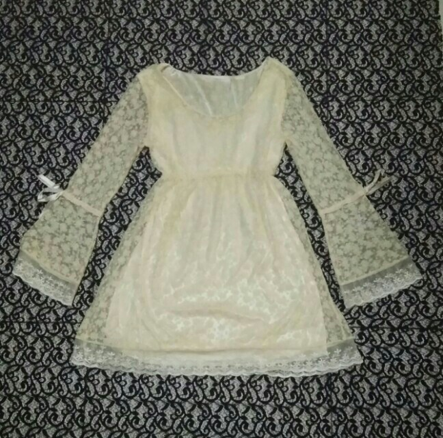 Baby doll lace dress kuning