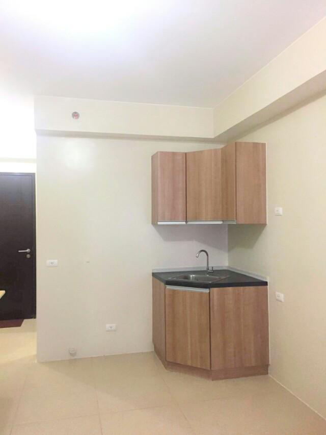 Avida Centera Bare Studio Unit with AC installed and Bath ...