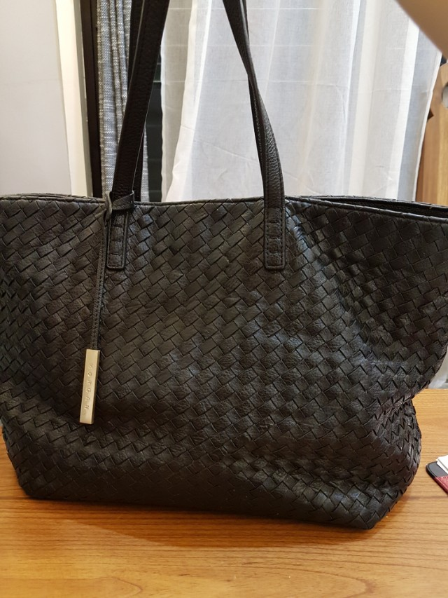 0b470f19899 BOTTEGA VENETA INSPIRED, Women s Fashion, Bags   Wallets on Carousell