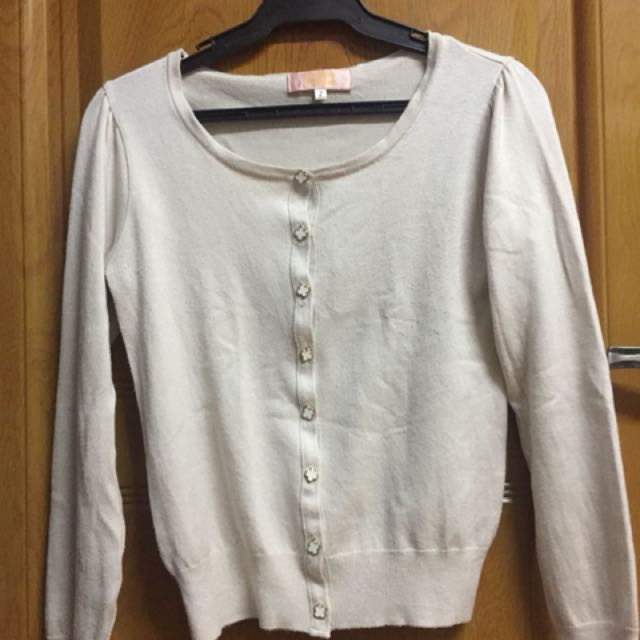 Cream cardigan with clover buttons