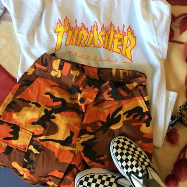 Dual : camo pants ( orange) white thrasher tee & checker vans