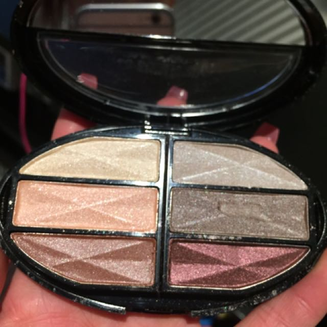 Eyeshadow and blush
