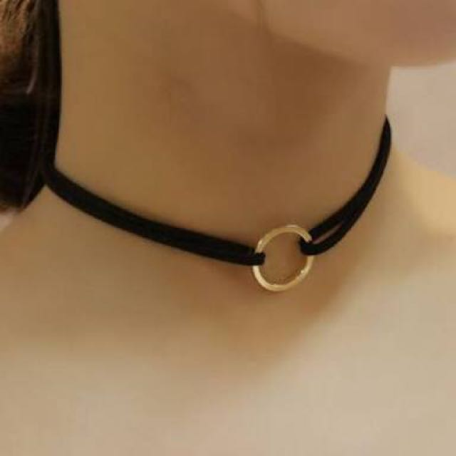 GOLD RING BLACK SUEDE CHOKER
