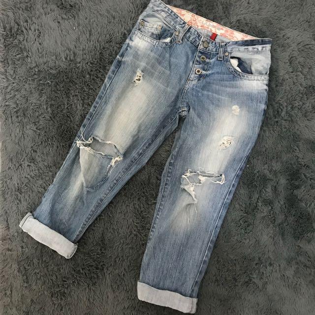 Guess Ripped Boyfriend Jeans