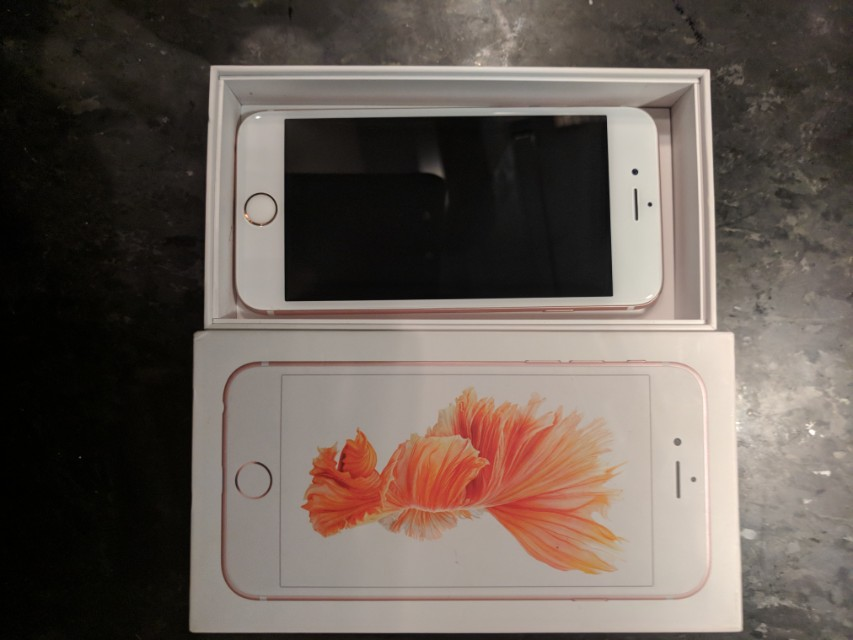 IPhone 6 S 32 GB Rose Gold in Box !! With Everything!
