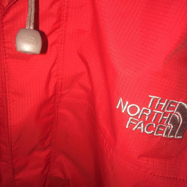 RED NORTHFACE WATER WIND PROOF