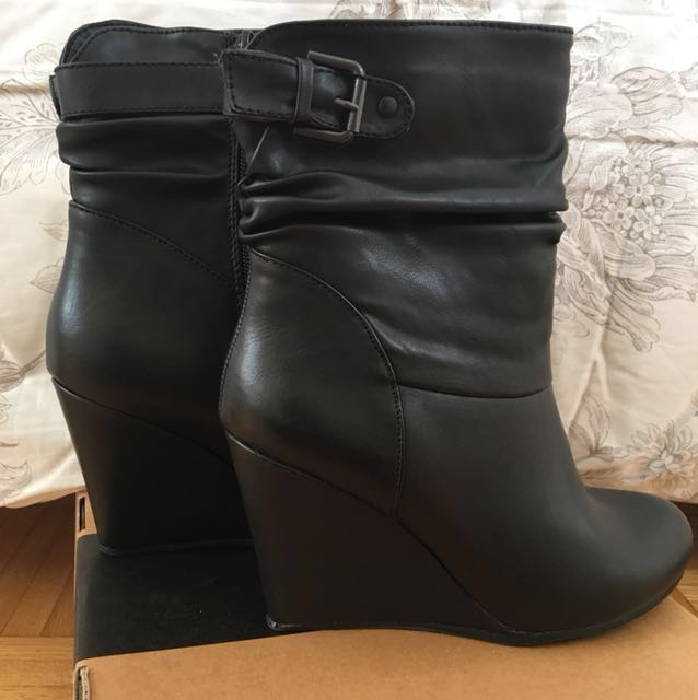 REDUCED!!Le chateau new booties