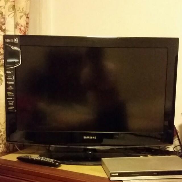 samsung tv 80cm x 58cm with swivel stand home appliances. Black Bedroom Furniture Sets. Home Design Ideas