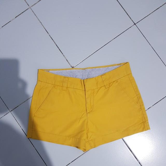 Uniqlo shorts mustard