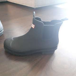 Girls size 5 Hunter rain boots-ankle