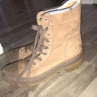 Size 6.5 converse boots