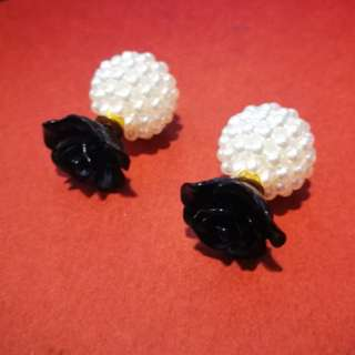 #bajet20 Black Roses & Pearl Earrings