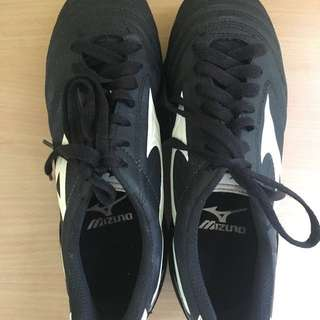 Mizuno football shoes for women- US size 5.5
