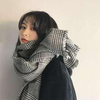 《早·衣服》搭配好物🎀英倫范黑白格紋千鳥格小方格冬季日常首選百搭圍巾披肩(預)