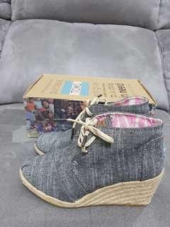 🚚 出清價500元TOMS女鞋 6.5號