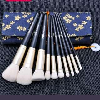 10Pcs Makeup Brushes Set Eyeshadow Foundation Powder Eyebrow Lip Soft Tools
