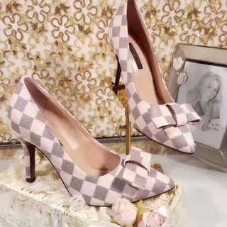 LV Shoes - Woman