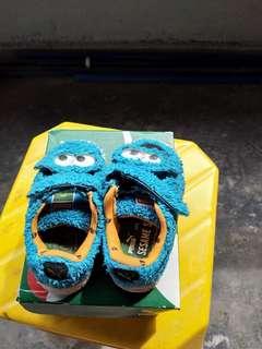 Kasut Puma edisi Elmo kanak-kanak.