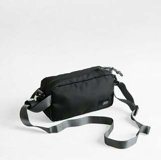 Sling bag by gravity element
