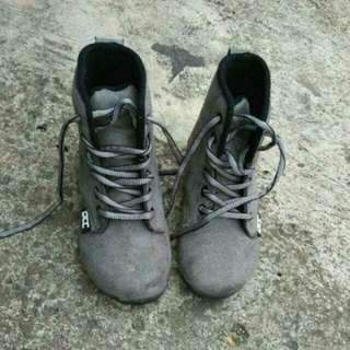 Sepatu DR CAPTAIN COOK