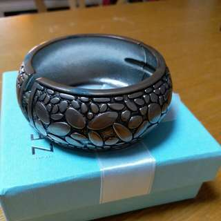 Bangle for Young Girl carving design