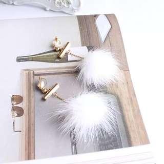 🚚 可愛氣質長款白色貂毛球垂墜耳夾 無耳洞耳環