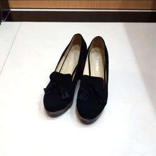 🚚 Anitalee 流蘇羊麂皮跟鞋