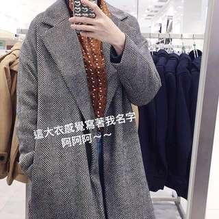🚚 GU韓版30%羊毛人字紋復古翻領大衣 外套 長版外套