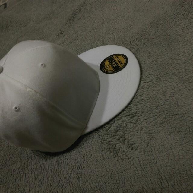 白色ㄉ帽子