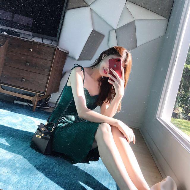 性感百褶露肩吊帶裙連衣裙收腰顯瘦氣質裙