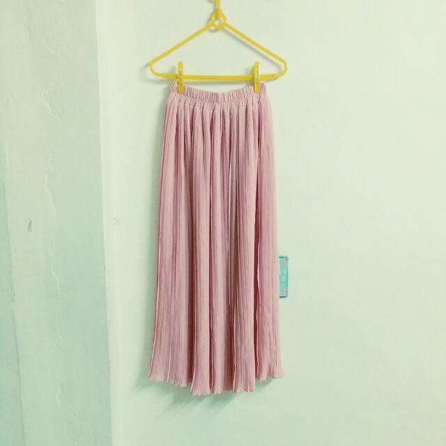 藕粉色百折雪紡長裙