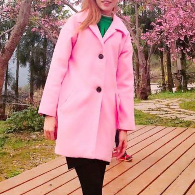 粉色保暖大衣