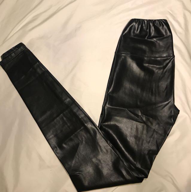 Aritzia Wilfred free Daria legging in Black xs
