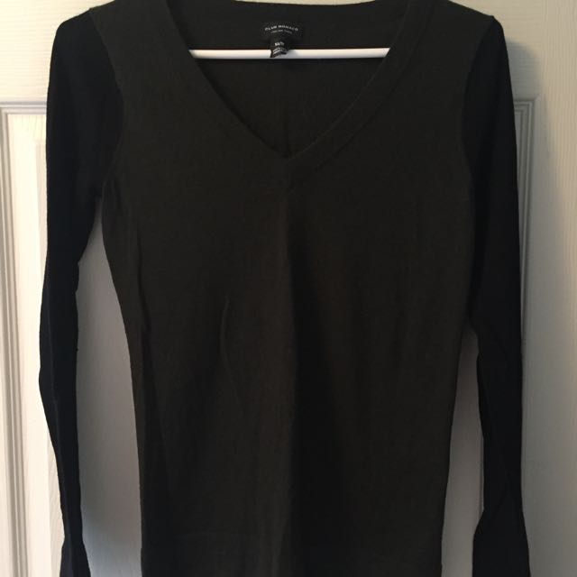 Club Monaco XS v-neck sweatshirt