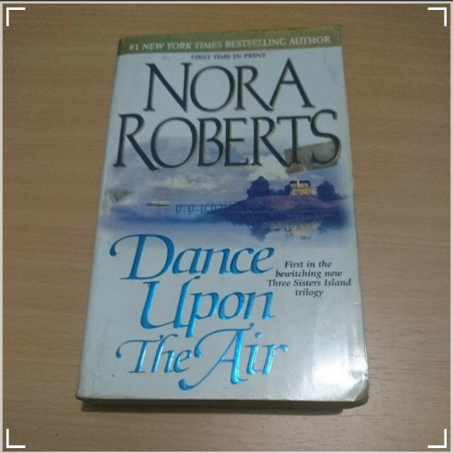 Dance Upon the Air (Nora Roberts), Hot Stuff (Janet Evanovich)