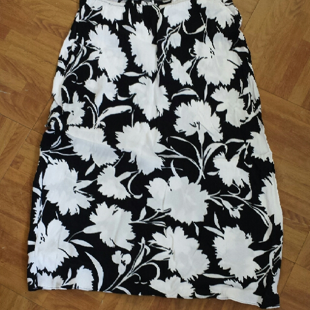 floral black and white skirt