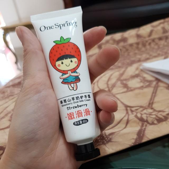 Hand cream strawberry