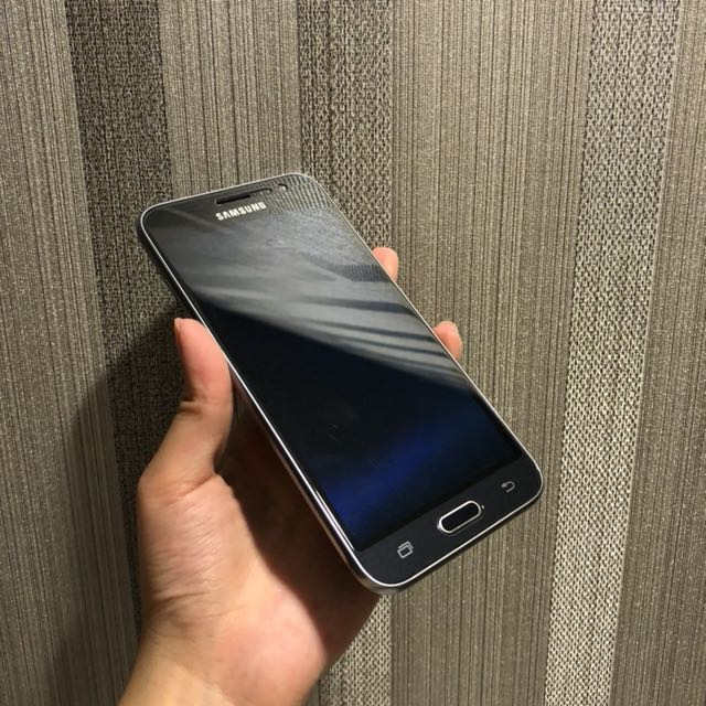 Samsung Galaxy J3 (+ gratis casing!)