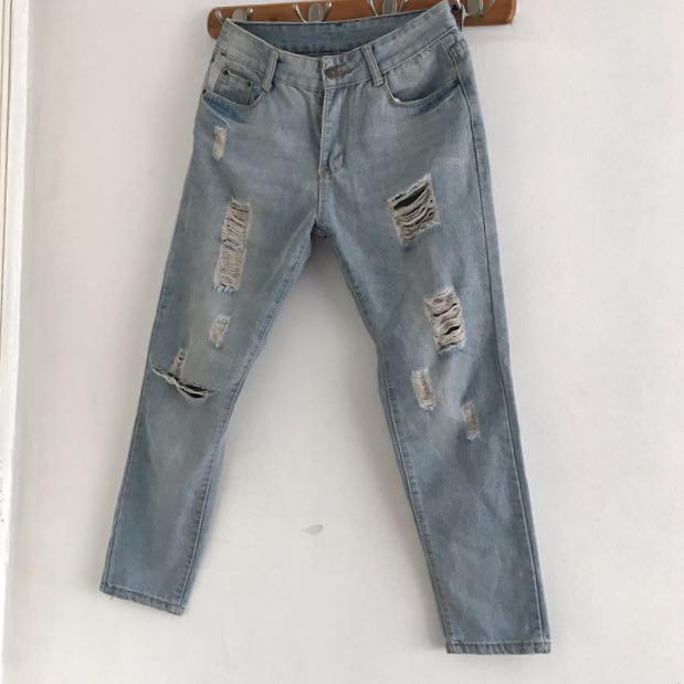 size 26-27 Lightwash Boyfriend Jeans