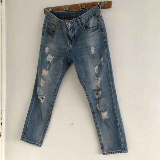 size 27-28 Ripped Jeans
